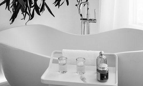 Wanny wolnostojące znowu są trendy i coraz częściej pojawiają się w polskich łazienkach.
